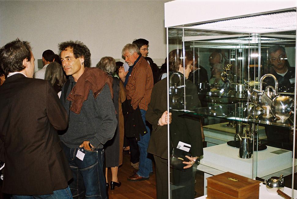 2009-2_12_In_der_Ausstellung