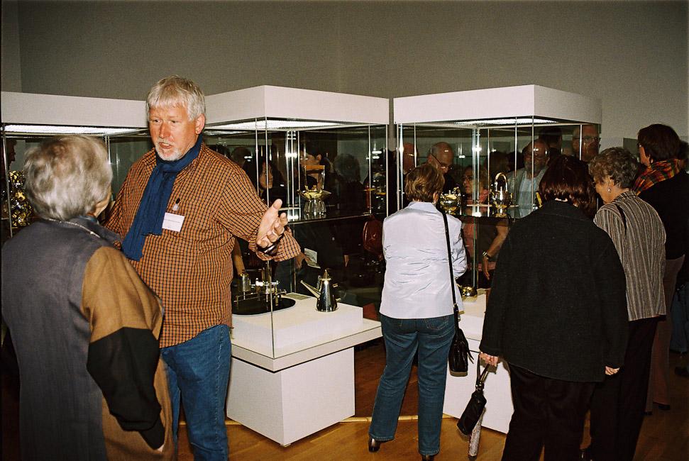 2009-2_16_In_der_Ausstellung